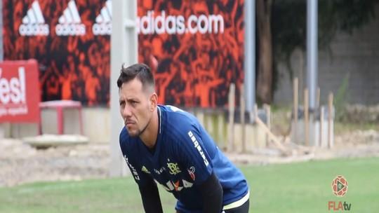 Voos e obstáculos: Diego Alves treina em período integral no CT; veja imagens