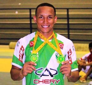 Kayo Fernando foi o artilheiro da competição com 12 gols marcados (Foto: Imagem/Tércio Neto)