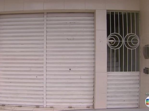 Sede da empresa Câmara & Vasconcelos tem como endereço sala vazia no município de Nazaré da Mata (PE) (Foto: Reprodução/TV Globo)