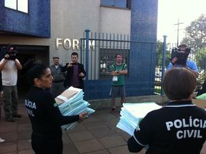 Inquérito policial sobre morte de Bernardo é entregue à Justiça em Três Passos, RS (Foto: Estevão Pires/G1)