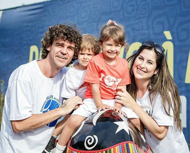 Guga com a família (Foto: Gabriel Heusi)
