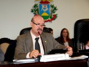 Deputado federal José Augusto Maia durante audiência da CPI em Cuiabá. (Foto: Vilson de Jesus / AL MT)