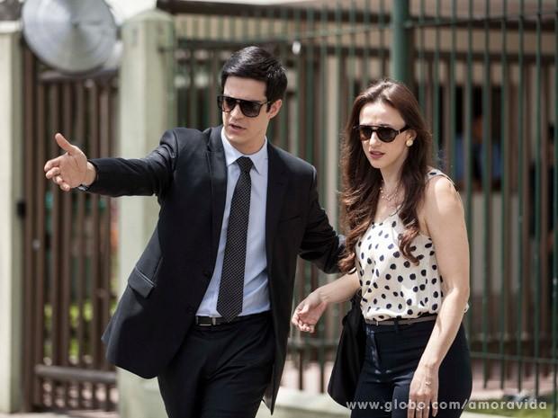 Mateus Solano e Paula Braun gravam em rua da Zona Oeste do Rio (Foto: Inácio Moraes/TV Globo)