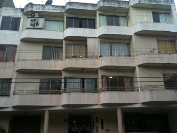 Fachada do prédio onde morava a vítima que foi espancada no Guará II (Foto: Isabella Formiga/G1 DF)