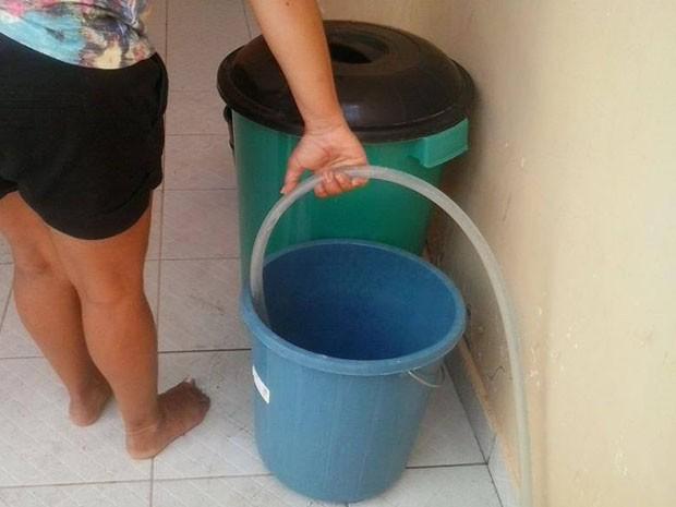 Moradores da Zona leste têm dificuldades de fazer reserva de água (Foto: Luana Souza/ Arquivo pessoal)