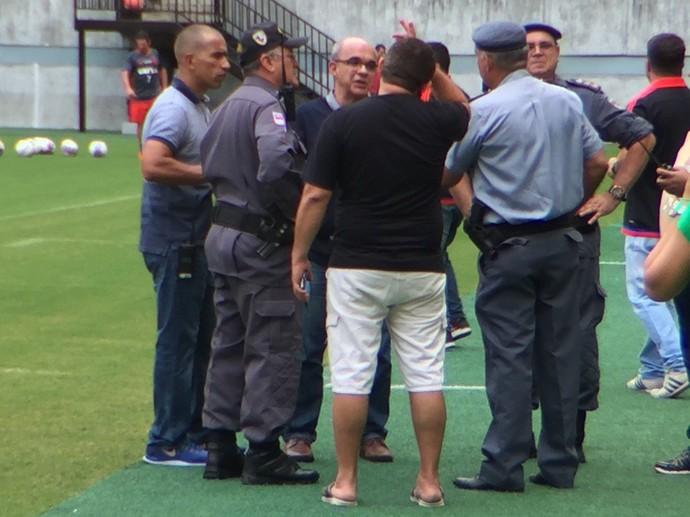 Eduardo Bandeira de Mello resolveu a questão da torcida (Foto: Gustavo Rotstein/GloboEsporte.com)