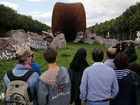 Escultura que lembra vagina é alvo de vandalismo pela 2ª vez na França