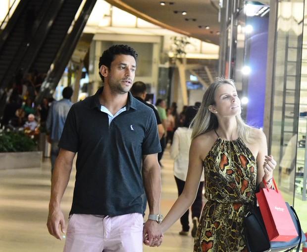 Fred com namorada (Foto: Willian Oda/Ag.News)