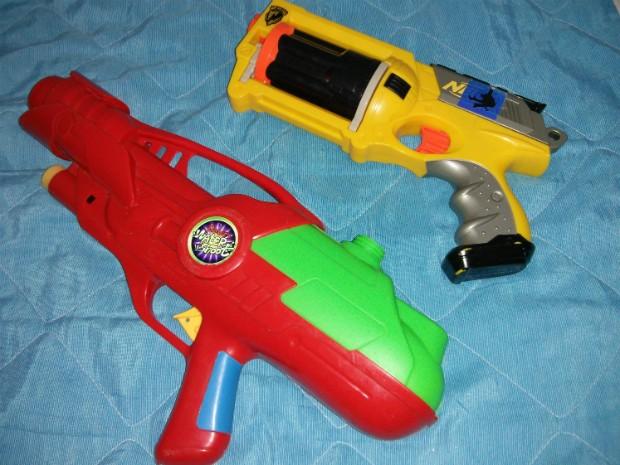 Lei estadual proíbe a fabricação e venda de armas de brinquedos, a partir de março (Foto: Cláudio Nascimento/ TV TEM)