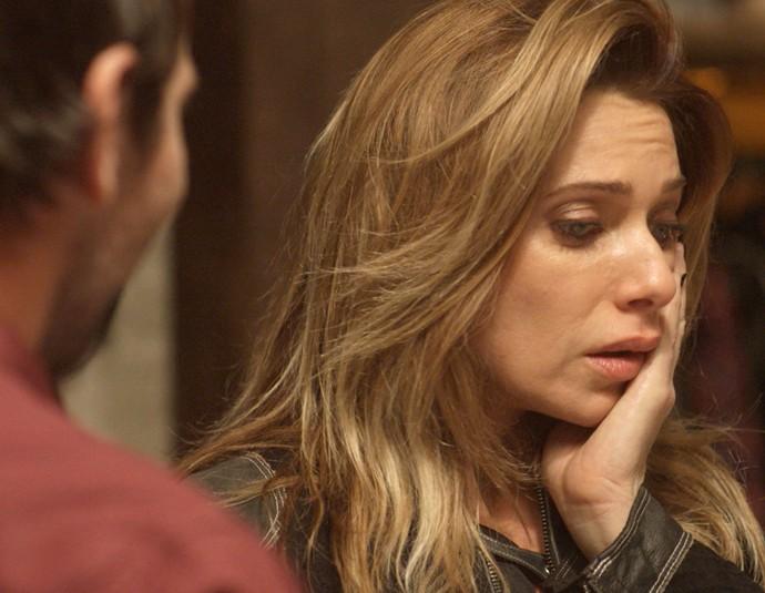 Lenita fica assustada com móveis de Felipe (Foto: TV Globo)
