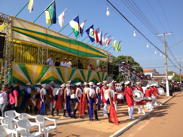 Concentração do desfile aconteceu por volta de 7h30, segundo organização (Foto: Júnior Freitas/ G1)