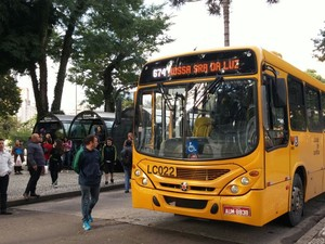 Motoristas e cobradores de ônibus de Curitiba protestam na Praça Rui Barbosa (Foto: Sindimoc / Divulgação)