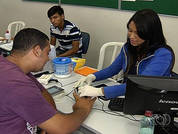 Menos de 50% dos eleitores fizeram o recadastramento biométrico em Aparecida de Goiânia, Goiás (Foto: Reprodução/TV Anhanguera)