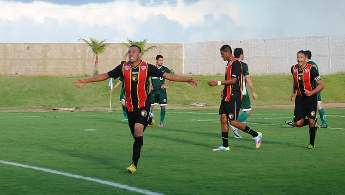 Mersinho comemora gol do Globo FC (Foto: Canindé Pereira/Divulgação)