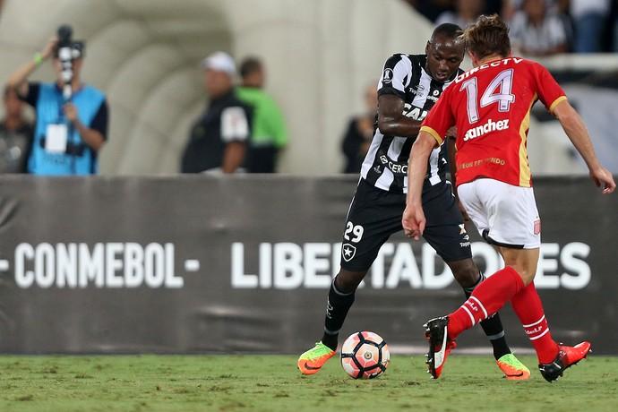 Sassá Botafogo x Estudiantes (Foto: Satiro Sodré / SSpress / Botafogo)