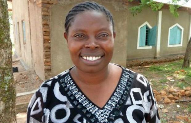 Rhobi Samwelly, a coordenadora do abrigo, foi ela mesma vítima da FGM (Foto: BBC)