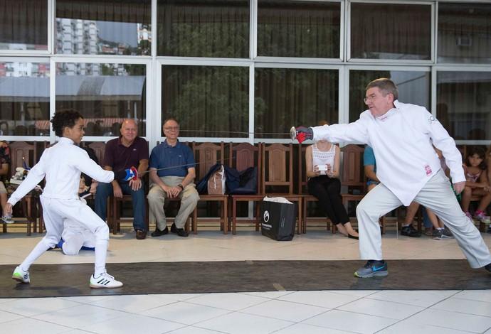Thomas Bach aula de esgrima coi (Foto: Divulgação/IOC)