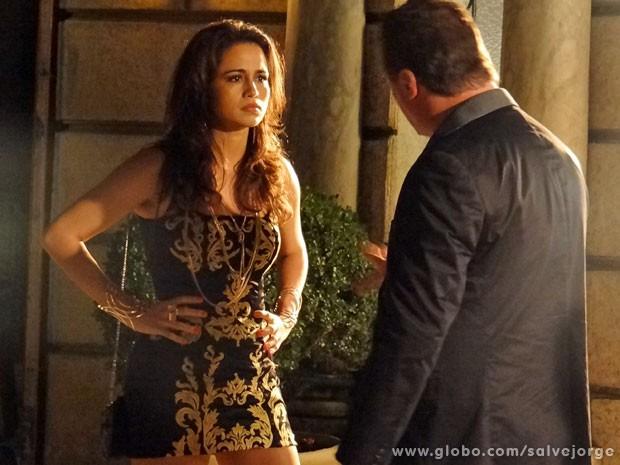 Morena discute com Russo na rua e é vítima de um atentado (Foto: Salve Jorge/ TV Globo)