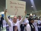 Grupo faz novo protesto no RS após morte de funcionária de aeroporto