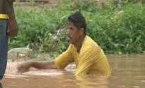 Servidor é flagrado desentupindo bueiro sem proteção em Itaituba no PA (Reprodução/TV Liberal)