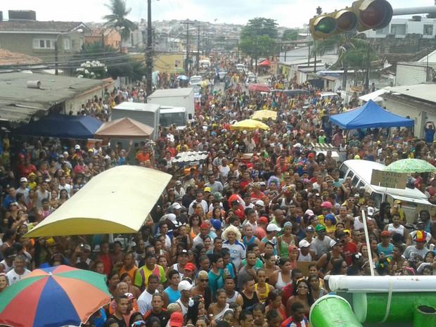 Organização diz que bloco Os Irresponsáveis reuniu 500 mil pessoas na Zona Norte do Recife. (Foto: Ivson Menezes/G1)