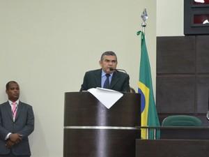Deputado Ionilson Sampaio durante sessão nesta quinta-feira (19) (Foto: Vanessa Lima/G1 RR)