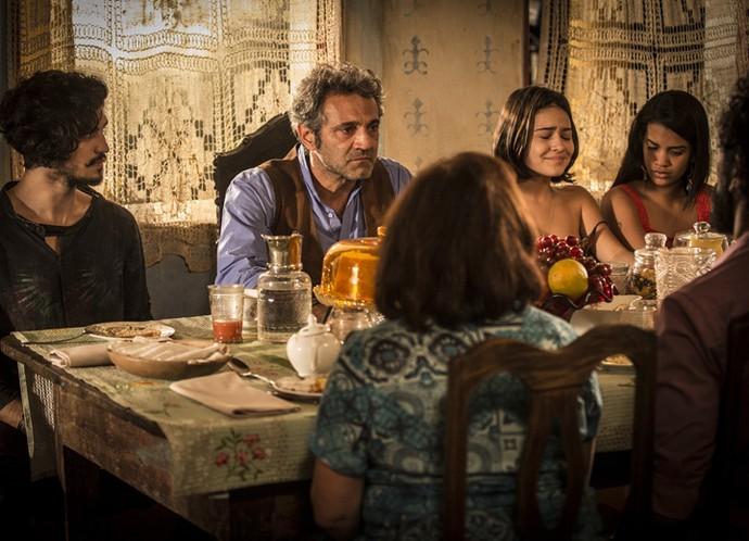 Notícia sobre Miguel deixa família de Santo emocionada  (Foto: Inpacio Moraes/Gshow)