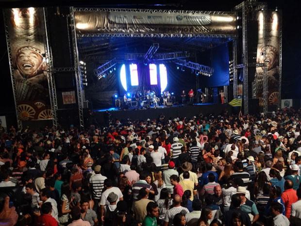 Público curte os shows em Exu, no centenário de Luiz Gonzaga (Foto: Luna Markman / G1)