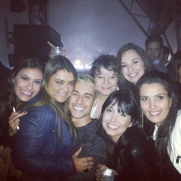 Preta Gil com o namorado, Thiago Tenório, e amigos em Patos de Minas, Minas Gerais (Foto: Instagram/ Reprodução)