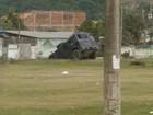 Caveirão cai em barranco durante ação policial em São Gonçalo, no RJ