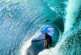 Bruce Irons tira foto impressionante de dentro do tubo de John John Florence