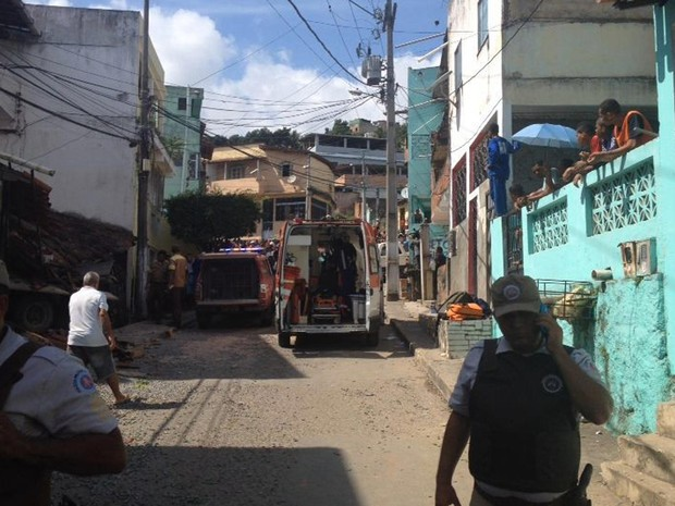 Polícia Militar e SAMU acompanharam acidente (Foto: Rafael Teles/G1)