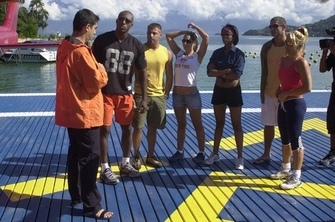 Zeca Camargo e os participantes da primeira edição do reality (Foto: Renato Rocha Miranda/TV Globo)