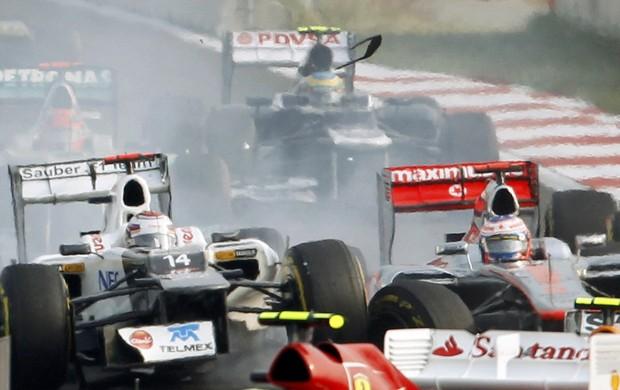 Button precisou abandonar corrida após confusão com Pérez e Kobayashi (Foto: Reuters)