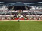 Velório de Roberto Bolaños reúne familiares, amigos e fãs em estádio
