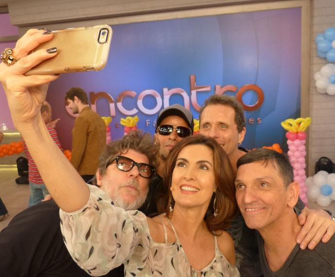 Momento selfie! Fátima e Fernanda de Freitas tiram foto  (Foto: Viviane Figueiredo Neto/Gshow)