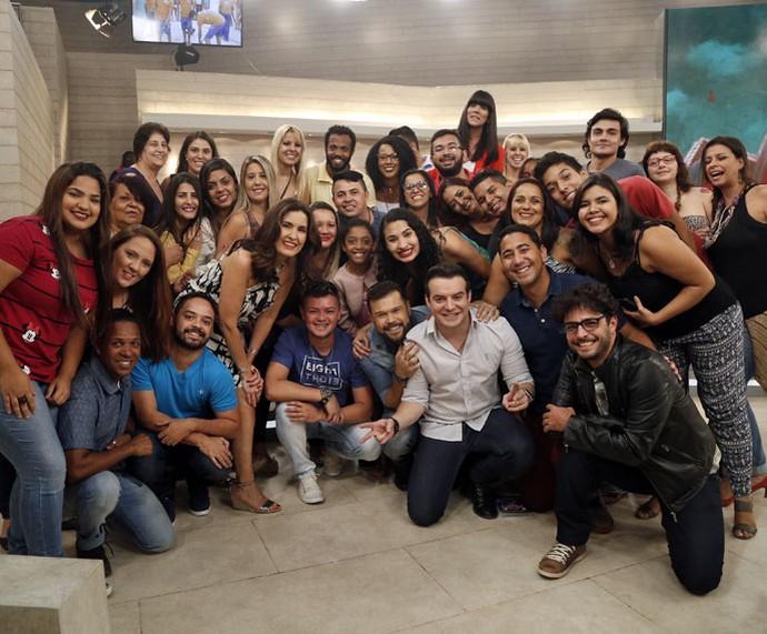 Fátima, Marcos e Belutti tiram foto com a plateia (Foto: Raphael Dias/Gshow)