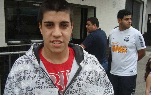 Lucas Varela chegou às 10 horas para garantir o ingresso para o clássico (Foto: Bruno Gutierrez/Globoesporte.com)