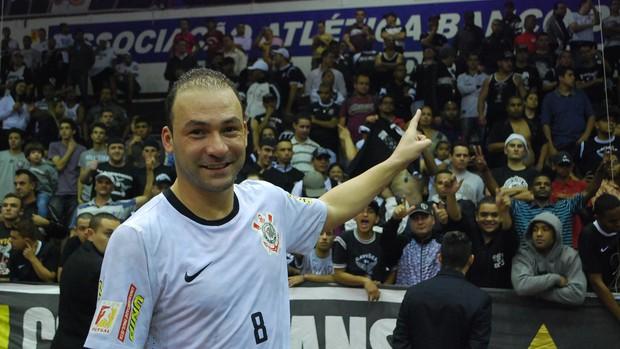 Schumacher festeja título da Liga Paulista de futsal (Foto: Marcos Guerra)