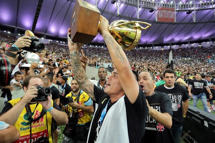 Bernardo comemora título do Vasco (Foto: Marcelo Theobald / Agência O Globo)