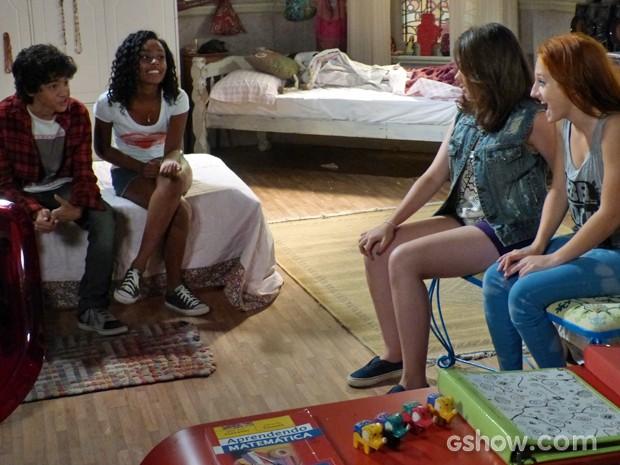 As meninas ficam animadas com a notícia de que poderão gravar uma demo (Foto: Malhação / TV Globo)