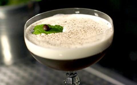 'Aroma': drinque tem rum, licor de café e leite de coco