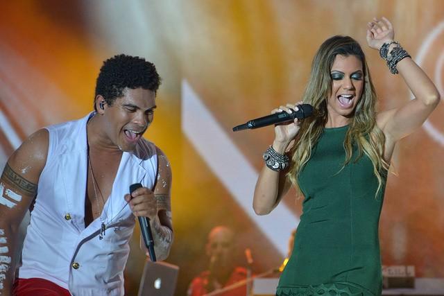 Denny e sua namorada, Vina Calmon, que fez participação no show da Timbalada como nova vocalista do Cheiro de Amor (Foto: Foto: Erik Salles / Ag. Foto Edgar de Souza)