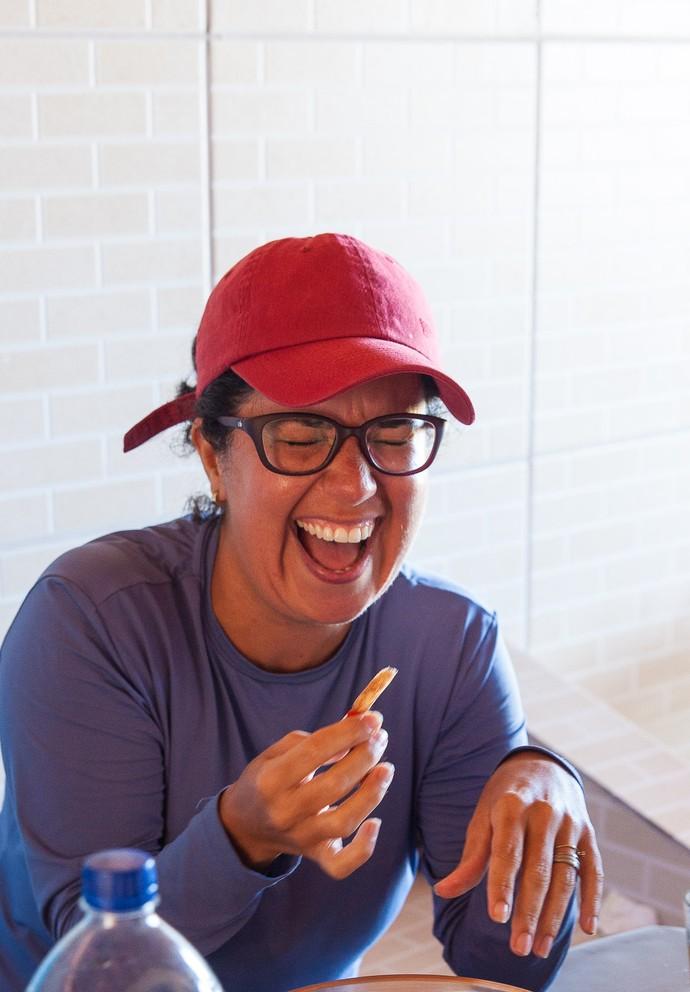 Janaira se diverte durante almoço (Foto: Divulgação/Ivan Simas)