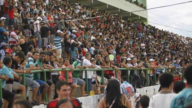 Torcedor paraupebense fez a festa nas arquibancadas da Arena Verde na partida contra o Paysandu (Foto: Tarso Sarraf/O Liberal)