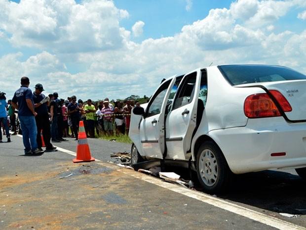 Acidente deixa três mortos na BR-101 (Foto: Ed Santos/Acorda Cidade)