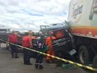 Carro bate em caminhão parado no acostamento e deixa um ferido, no CE