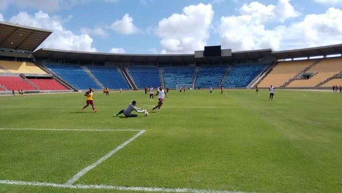 Sampaio Corrêa realizou movimentação na manhã desta quinta-feira, no Estádio Castelão (Foto: Afonso Diniz/GloboEsporte.com)