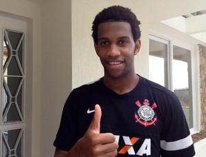 Gil já veste a camisa do Corinthians (Foto: Diogo Venturelli/Globoesporte.com)