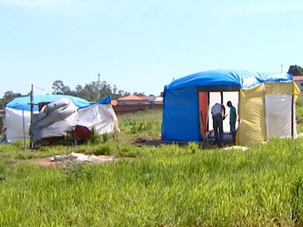 fotos jardim itatinga:G1 – Famílias de área no Itatinga migram para nova ocupação em